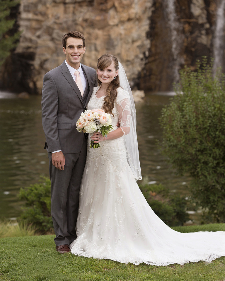 Utah Bridal Pictures Thanksgiving Point Waterfall wedding