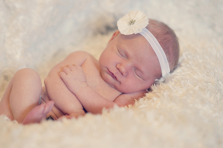 Newborn Pictures head bow baby sleeping