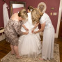 Utah Wedding Photos brides room mother daughter