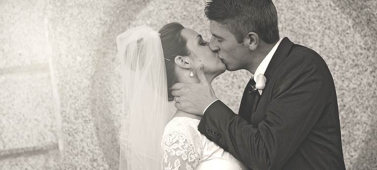 Bride and Groom Kissing at the SLC Temple