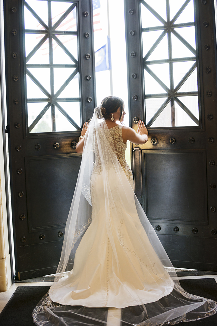 Bridal Picture at Utah State Capitol Doors